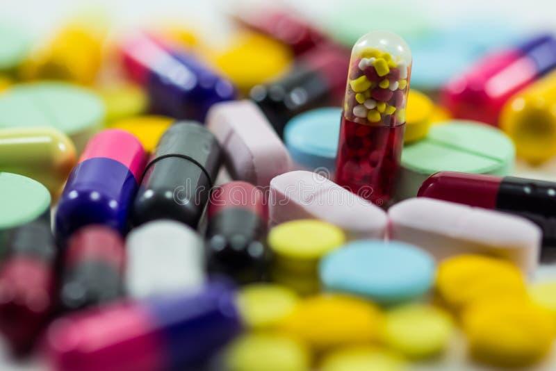 Miscela differente del mucchio della capsula delle pillole delle compresse fotografie stock libere da diritti