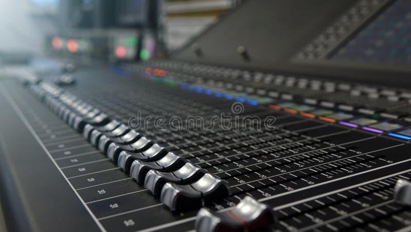 Miscelatore dell'audio dello studio Suono, musica broadcasting digitale, riordino, fotografia stock