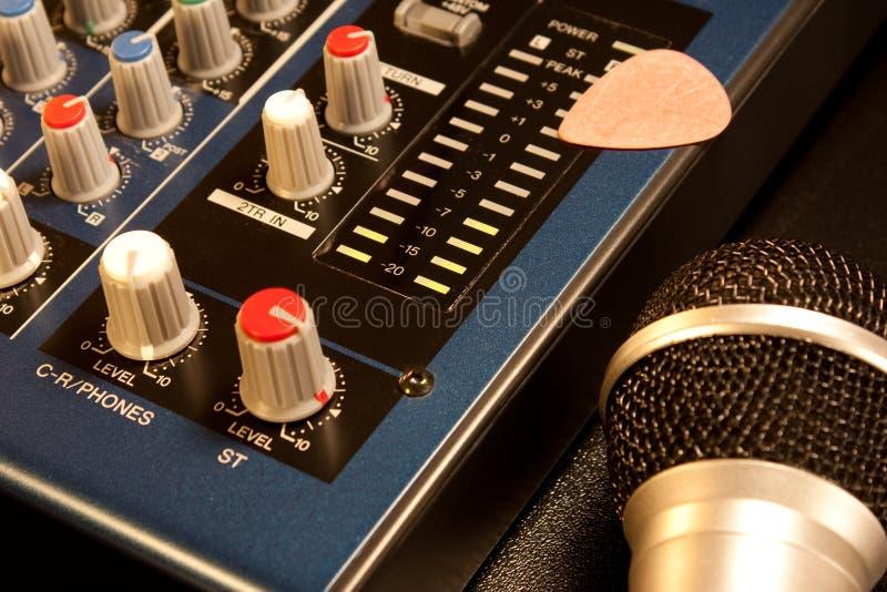 Miscelatore e microfono fotografie stock libere da diritti