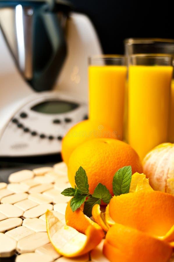 Miscelatore o miscelatore con le arance immagini stock libere da diritti