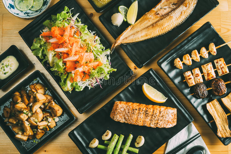 Miscelazione del concetto sano dell'alimento di stile giapponese di Izakaya immagini stock
