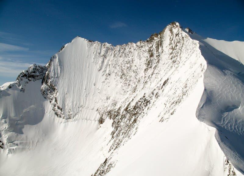 Mischabel山意想不到的看法在有Lenzspitze的印象深刻的北部面孔的瑞士阿尔卑斯 免版税图库摄影