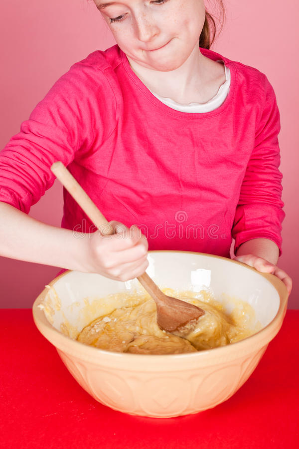 Mischen der Muffinmischung lizenzfreie stockbilder