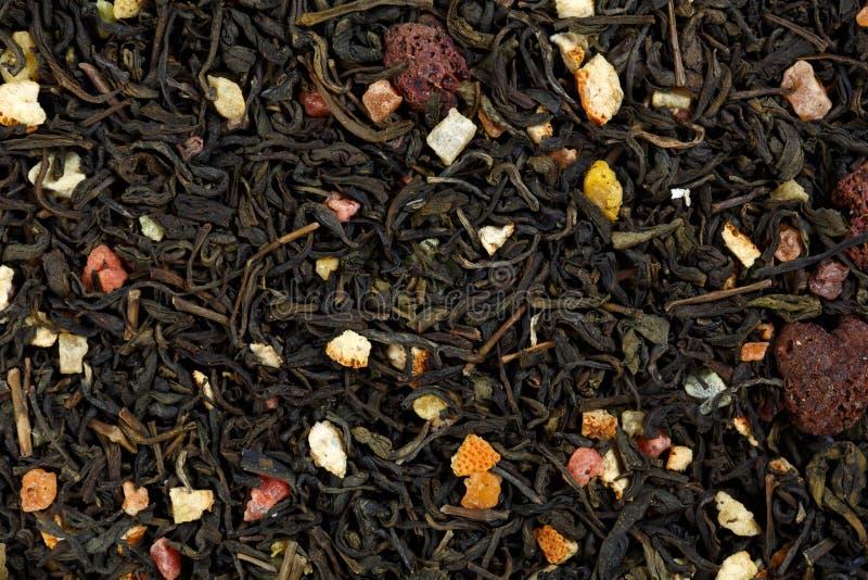 Mischen Sie grünen Tee mit Himbeeren, orange Schale und kandierter Frucht stockbild