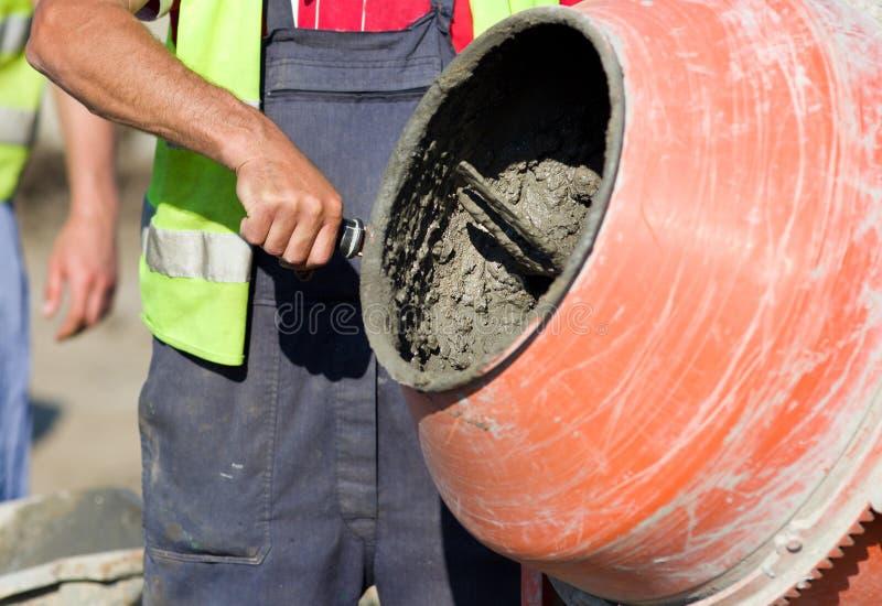 Mischer auf Baustelle lizenzfreies stockbild