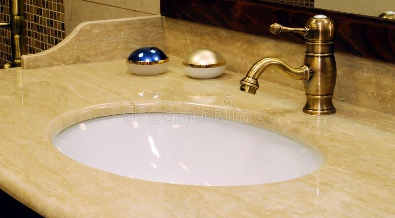 Mischer für ein Waschbecken stockbilder