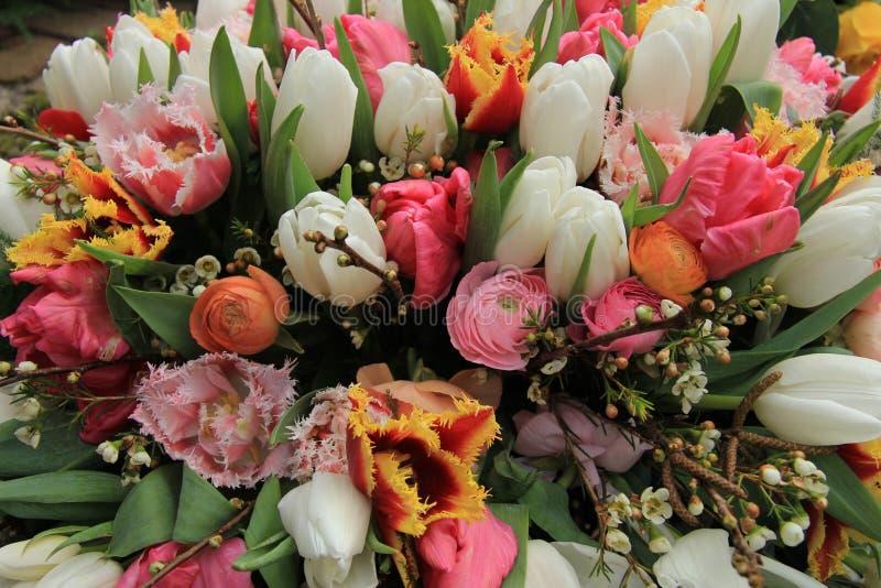 Mischfrühlingsblumenstrauß stockfotografie
