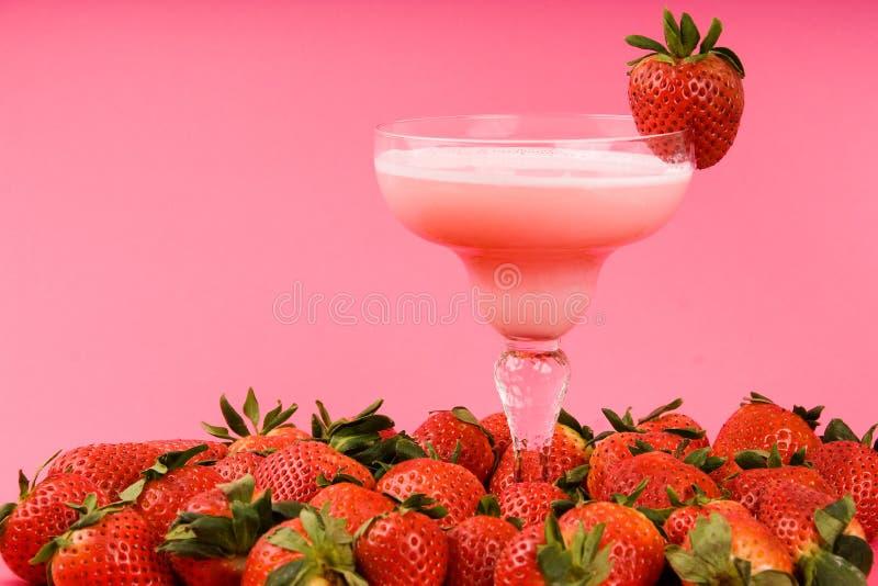 Mischgetränk Der Rosafarbenen Erdbeere Stockfoto