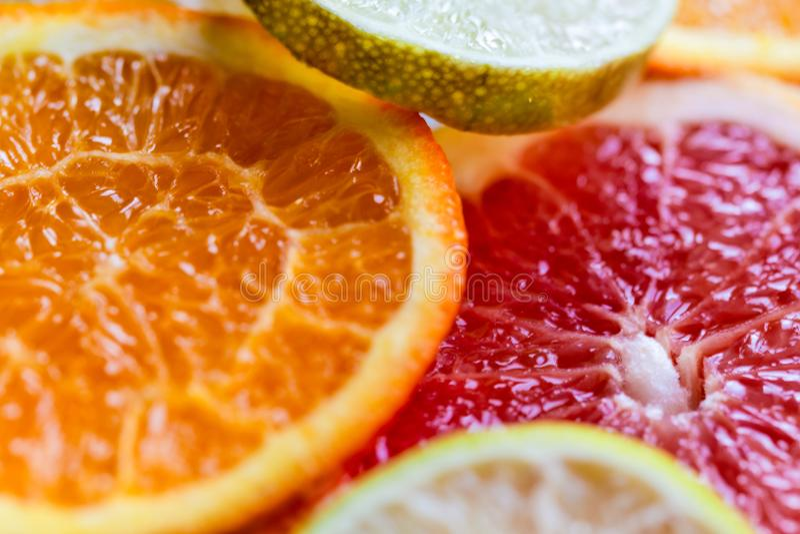 Mischung der geschnittenen Draufsicht der bunten Zitrusfrüchte stockbilder
