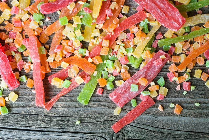 Mischung der getrockneten und kandierten Frucht auf einem h?lzernen Hintergrund, Draufsicht stockbilder