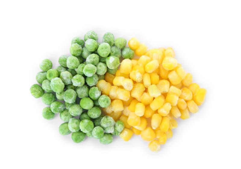 Mischung des gefrorenen Gemüses auf weißem Hintergrund stockbilder