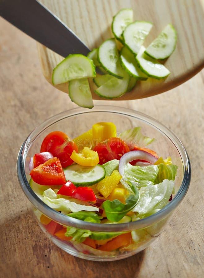 Mischung mit Tomate, Kopfsalat, Gurke lizenzfreies stockfoto