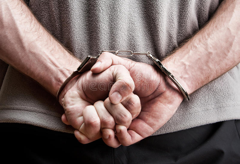 Misdadiger in handcuffs stock foto's