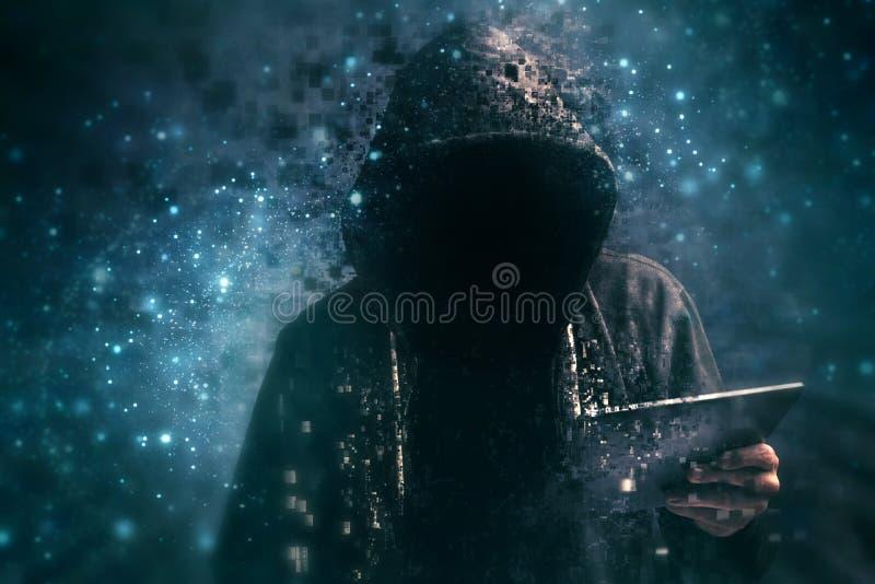 Misdadiger met een kap van Pixelated de onherkenbare cyber vector illustratie