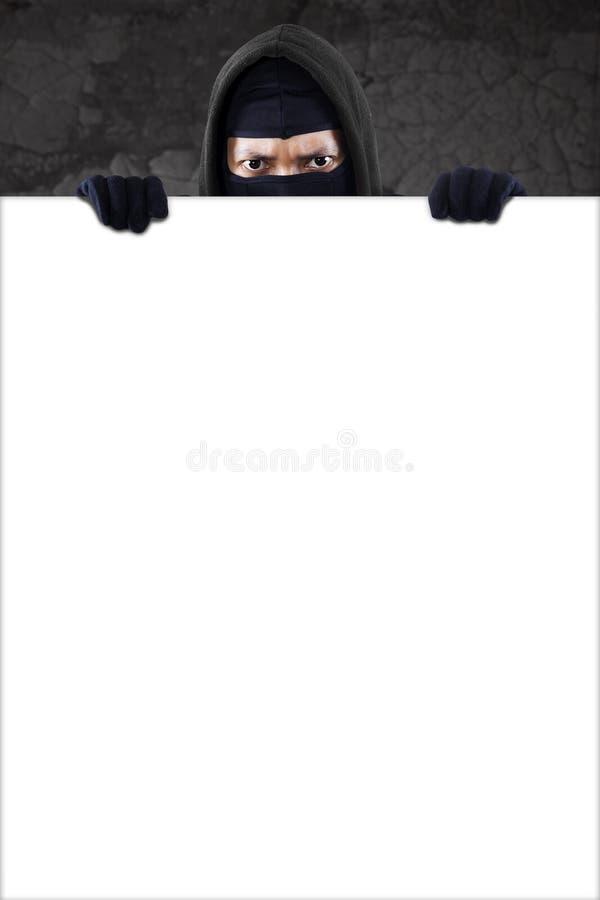 Download Misdadiger Met Exemplaarruimte Stock Foto - Afbeelding bestaande uit misdaad, hoofd: 39106712
