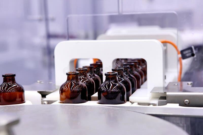 Mise en bouteilles et empaquetage des produits médicaux stériles Machine ensuite photos stock