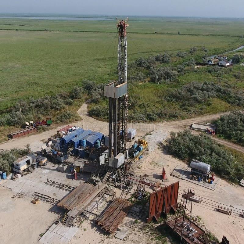 Mise en oeuvre de la réparation d'un puits de pétrole photo libre de droits