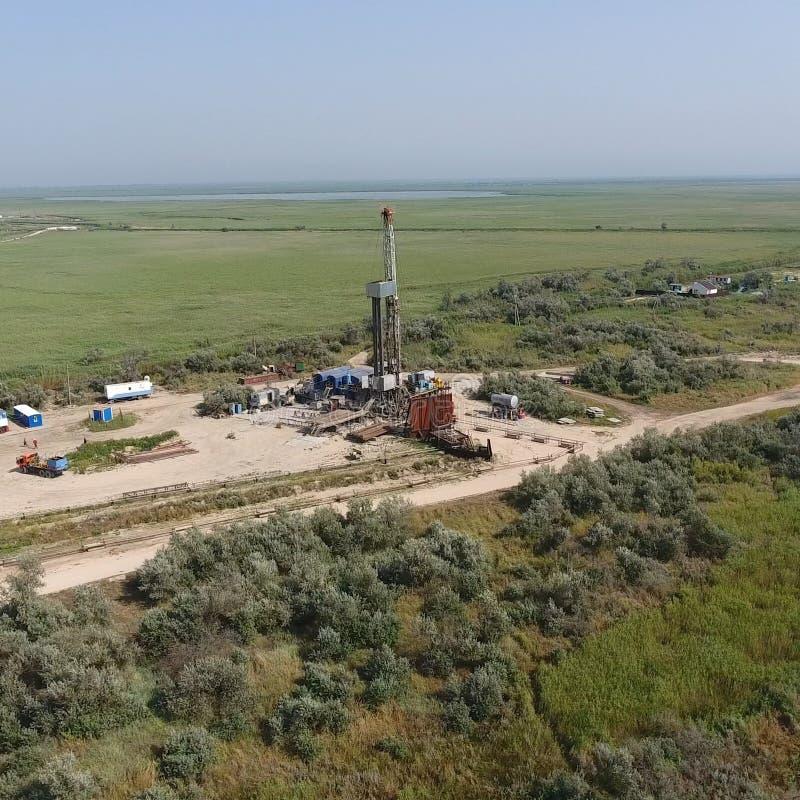 Mise en oeuvre de la réparation d'un puits de pétrole photos stock