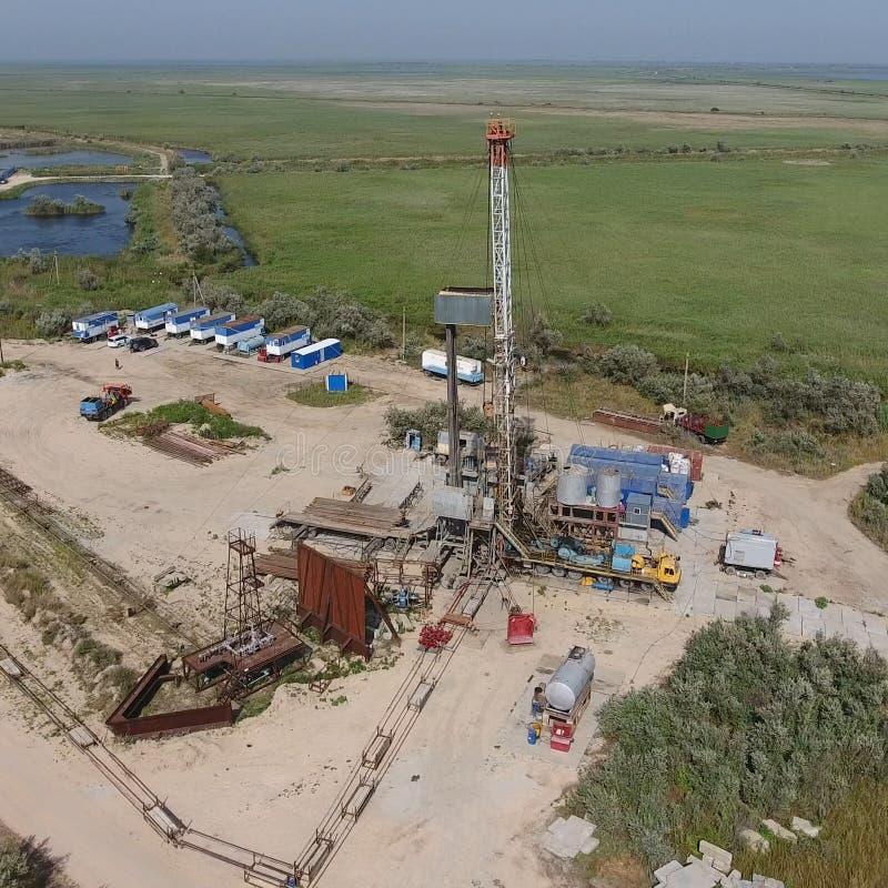 Mise en oeuvre de la réparation d'un puits de pétrole image stock