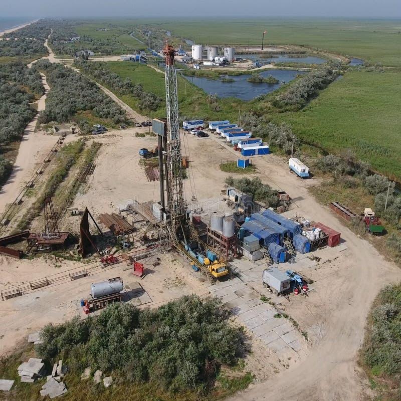 Mise en oeuvre de la réparation d'un puits de pétrole images stock