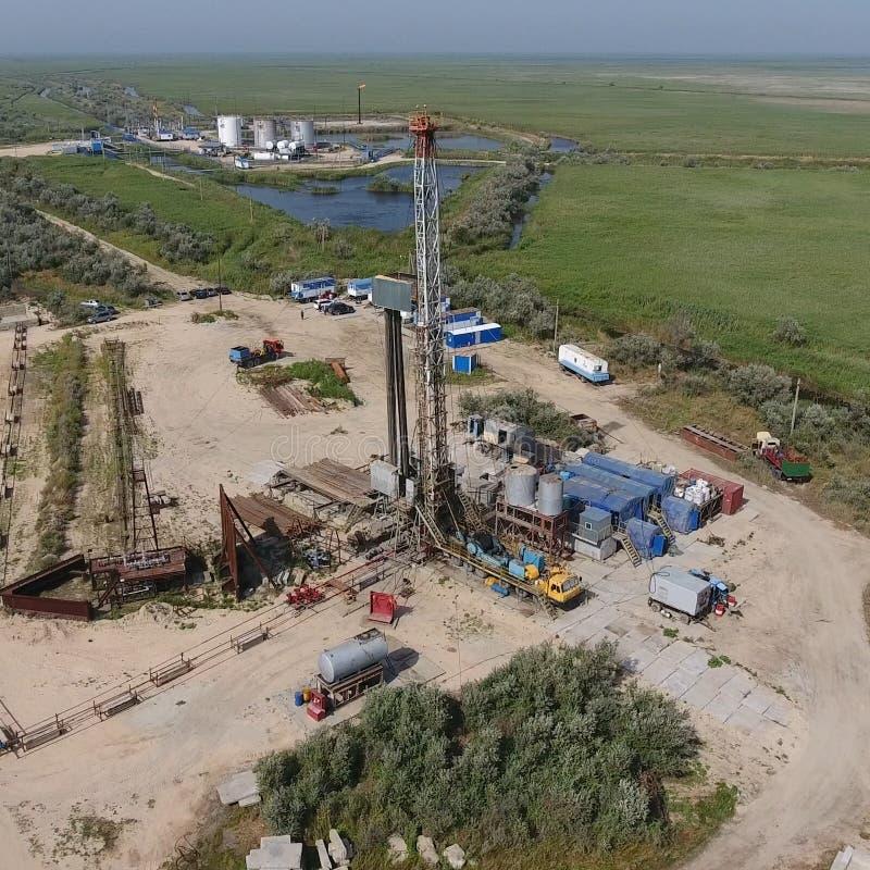 Mise en oeuvre de la réparation d'un puits de pétrole photographie stock