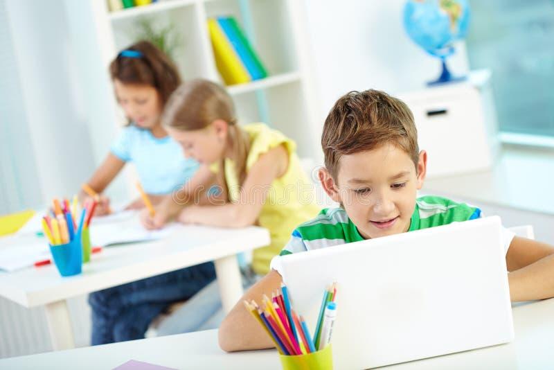 Mise en réseau d'écolier image stock
