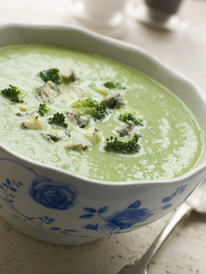 misek zupy brokułów stilton obraz royalty free
