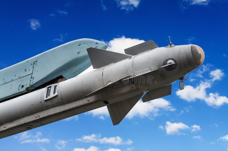 Misil debajo de los aviones de ataque del ala foto de archivo