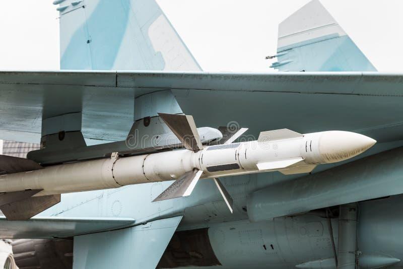 Misil debajo de los aviones de ataque del ala fotos de archivo