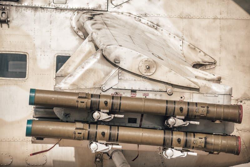 Misil teledirigido antitanques en el ala del helicóptero foto de archivo libre de regalías