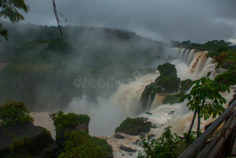 Misiones, Iguazu-Daling, Argentinië: Iguazudalingen van de kant van Argentinië Ongelooflijk nationaal park met grote watervallen  stock foto's