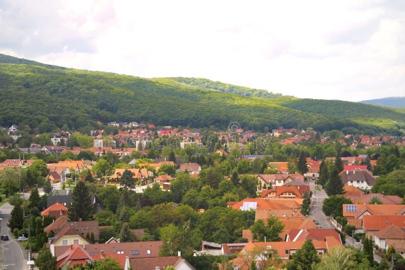 Miskolc, Hungria, o 20 de maio de 2019: Vista da cidade de Miskolc da fortaleza de Diosgior imagens de stock royalty free