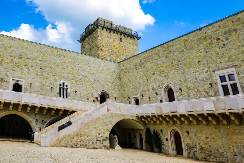 Miskolc, Węgry, Maj 20, 2019: Wewnętrzny podwórze Diosgior forteca w Miskolc obraz royalty free