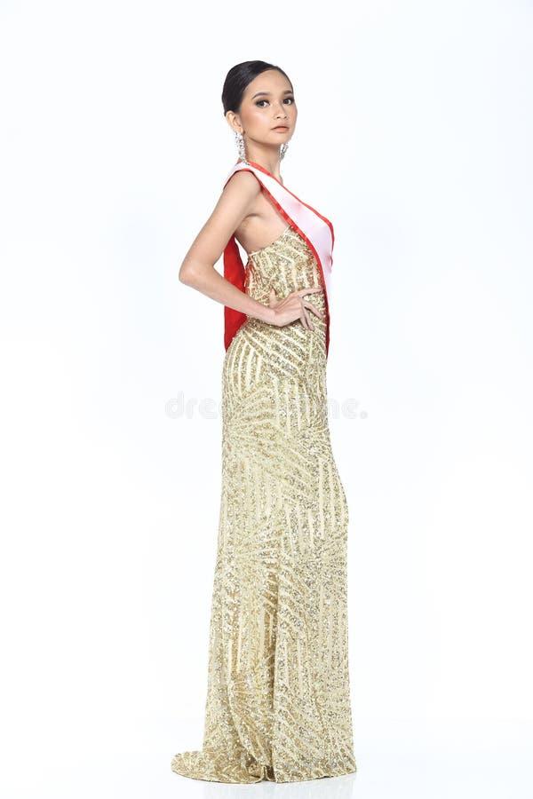 Miss Pageant Contest i klänning för boll för aftonbollkappa lång med D arkivfoton