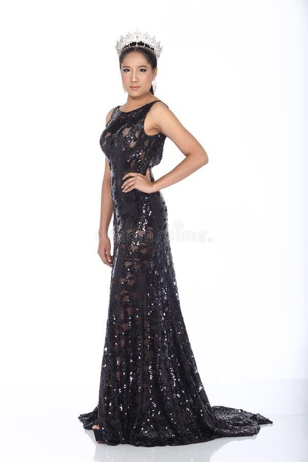 Miss Pageant Contest i klänning för boll för aftonbollkappa lång med D arkivfoto