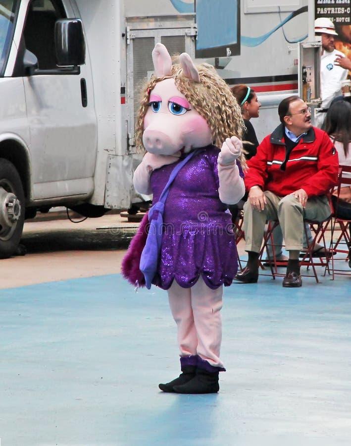 Miss Piggy I NY royaltyfria bilder