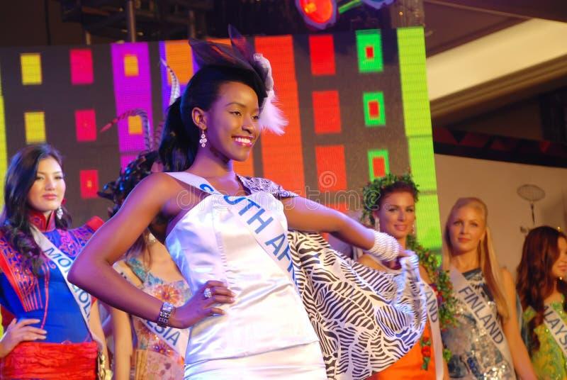 Miss South Africa som slitage den nationella dräkten