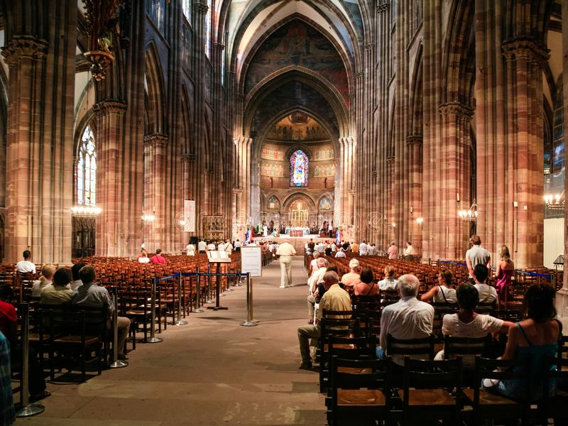 Missa no Cathedra de Strasbourg imagens de stock royalty free