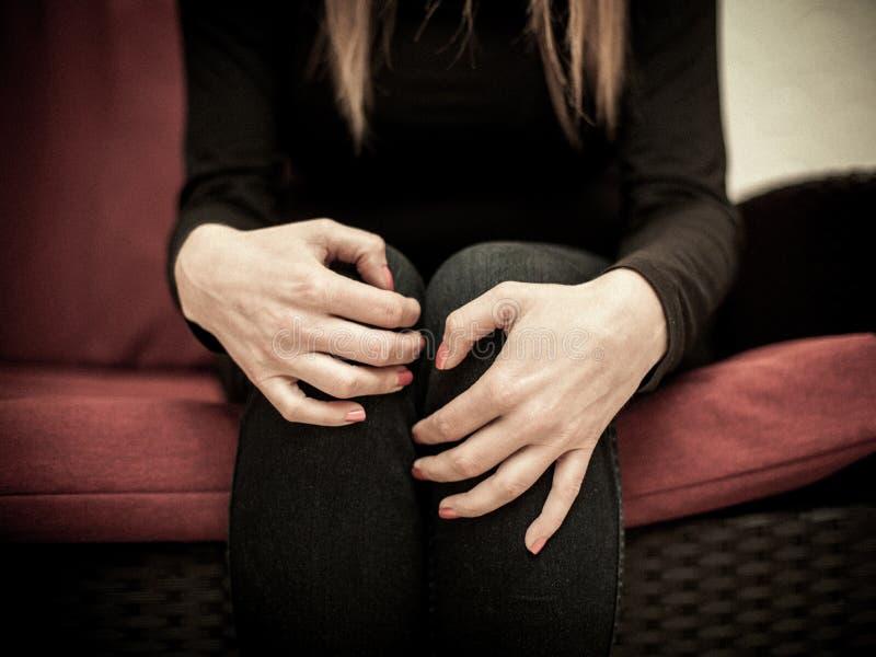 Missbrauchte Frau ängstlich lizenzfreie stockfotografie