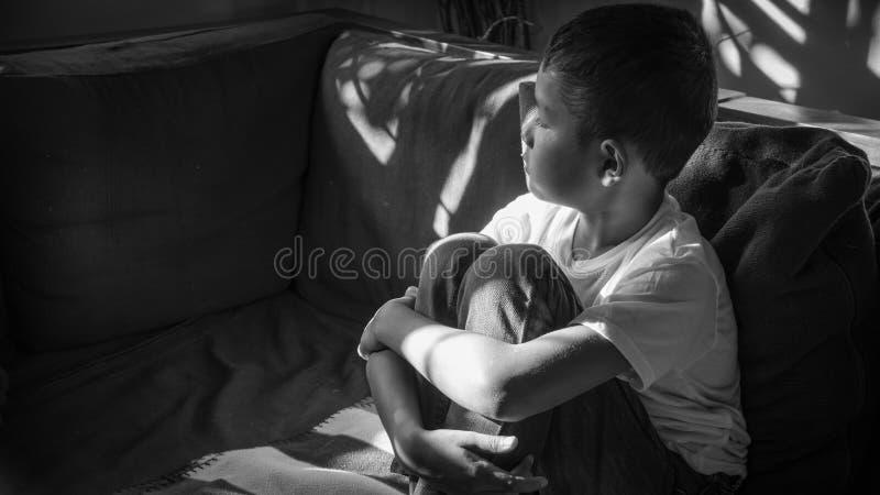 missbrukat barn arkivbilder