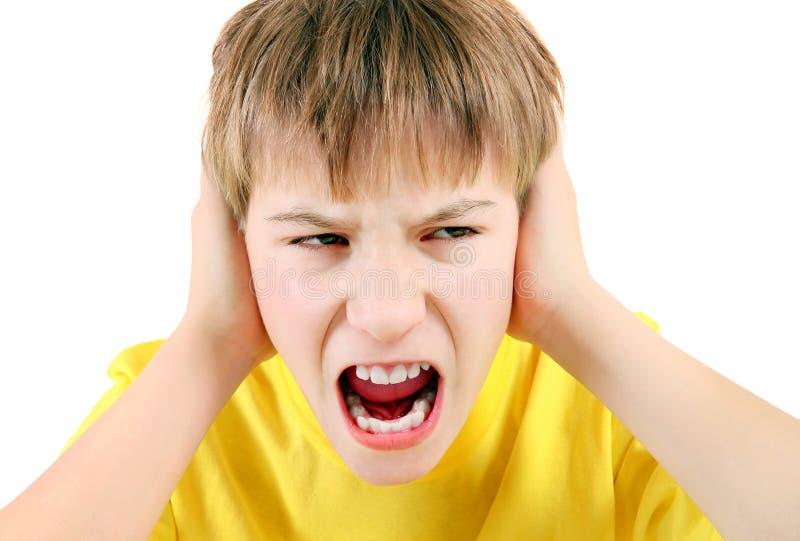 Missfallener Kinderabschluß die Ohren lizenzfreie stockbilder