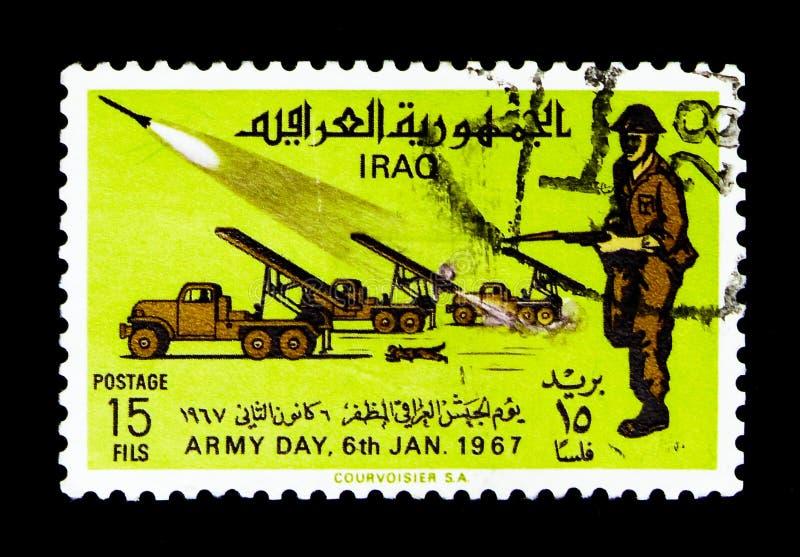Missilbatterier på lastbilar, infanteri, armédagserie, circa 1967 royaltyfria bilder