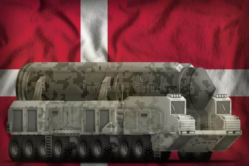 Missile balistique intercontinental avec le camouflage de ville sur le fond de drapeau national du Danemark illustration 3D illustration stock