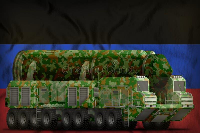 Missile balistique intercontinental avec le camouflage vert sur le fond de drapeau national de république populaire de Donetsk il illustration stock