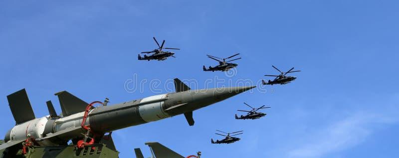 Missiles antiaériens russes modernes et avions militaires photos libres de droits
