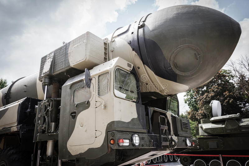Missiles balistiques intercontinentaux mobiles photographie stock libre de droits
