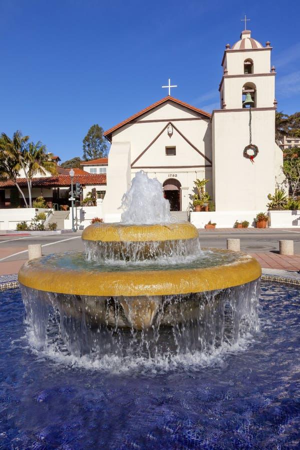 Mission mexicaine San Buenaventura Ventura California de fontaine de tuile image libre de droits