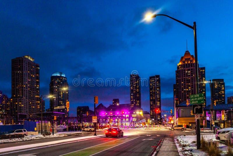 Mississauga, Canadá, o 14 de fevereiro de 2019: O quadrado um durante o inverno, centro da peça da cidade de Mississauga da maior fotografia de stock