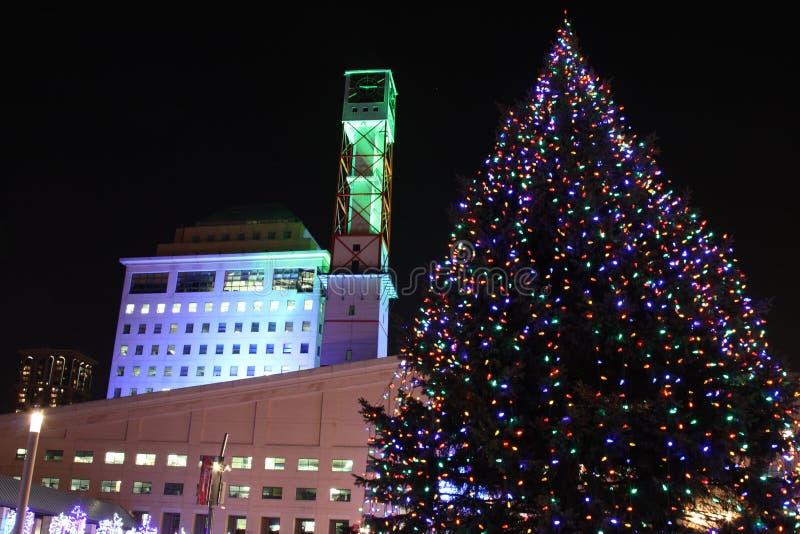 Mississauga Rathausleuchten während des Winters lizenzfreies stockbild