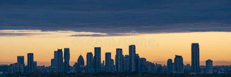 Mississauga-Skyline bei Sonnenaufgang lizenzfreies stockfoto